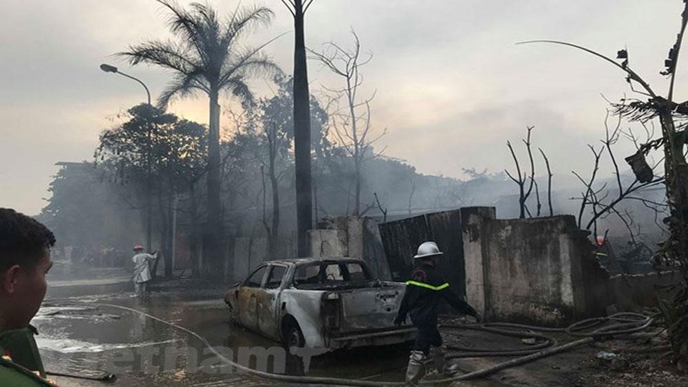 Cháy lớn xưởng sơn tại Hoài Đức, khói bốc cao hàng chục mét
